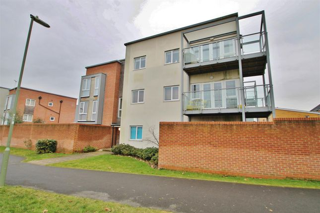 2 bed flat for sale in Tenzing Gardens, Basingstoke
