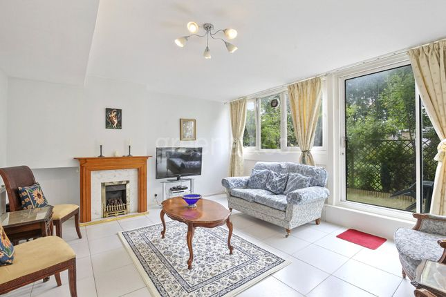 3 bed flat to rent in Atholl House, 125 Maida Vale, London