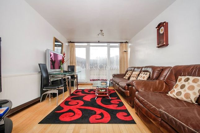 Thumbnail Flat to rent in Withy House, Globe Road, Stepney Green