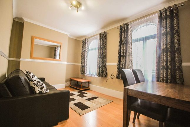 2 bed flat to rent in Grange Park Road, Leyton