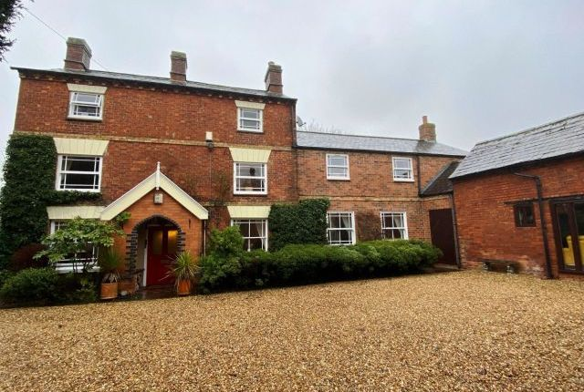 5 bed property for sale in High Street, Long Buckby, Northampton NN6
