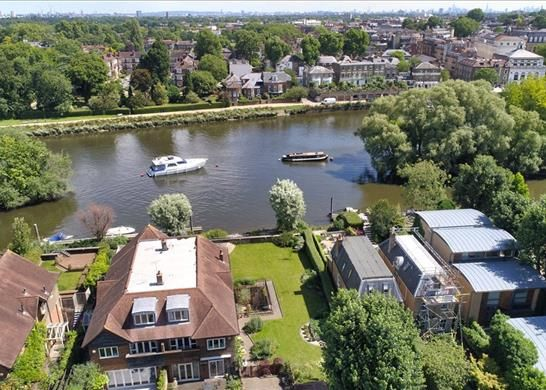 River Thames of Ducks Walk, East Twickenham TW1