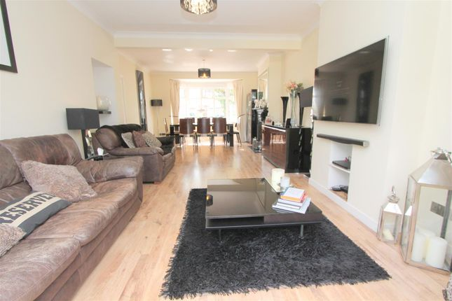 Lounge B of Foresters Drive, Wallington SM6