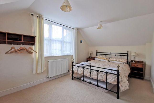 Bedroom 1 of London House, Bridge Street, Newport SA42