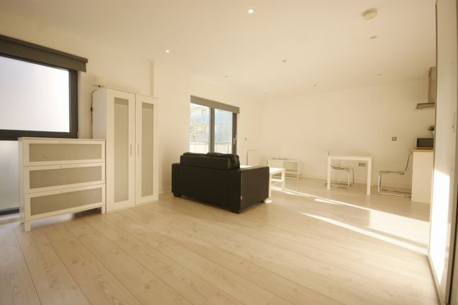 Flat to rent in Lockhouse, Oval Road, London