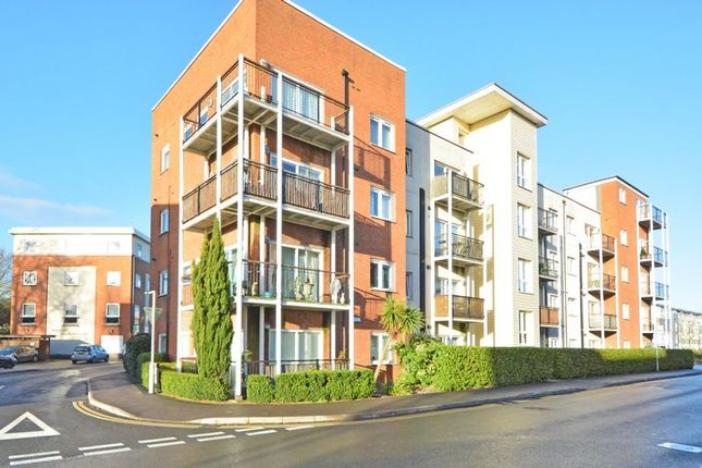 Thumbnail Flat for sale in Canalside, Redhill, Surrey