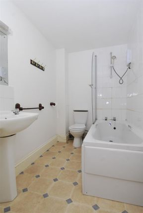Thumbnail Flat to rent in Napier Terrace, Flat 1, Plymouth