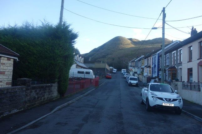 Street Views of The Avenue, Pontygwaith CF43