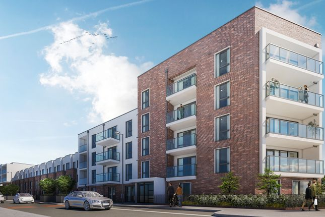 Thumbnail Flat for sale in Parkside Place, London