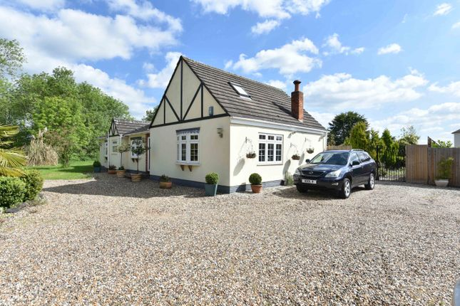 Thumbnail Detached bungalow for sale in Halstead Hill, Goffs Oak