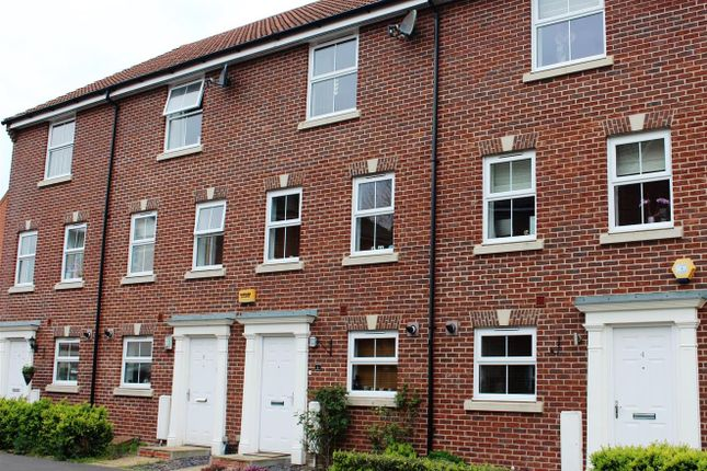 Thumbnail Town house for sale in Walsh Road, Bramley, Tadley
