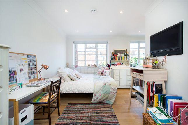 Bedroom of Robert Close, Little Venice, London W9