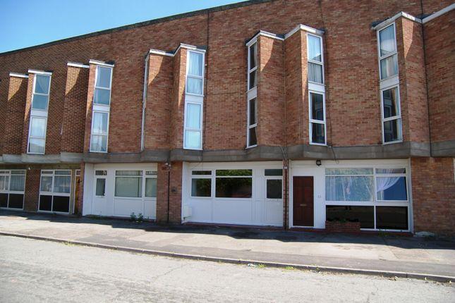 Thumbnail Studio to rent in Colleton Drive, Twyford