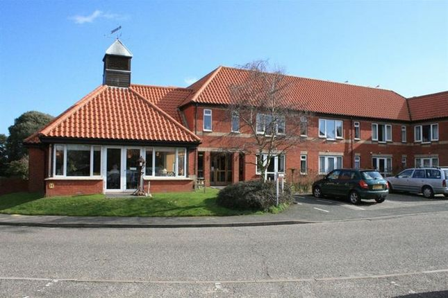 Thumbnail Flat for sale in Hall Crescent, Holland-On-Sea, Clacton-On-Sea