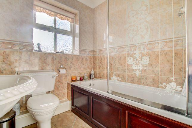 Bathroom of Great North Road, Byram, Knottingley WF11