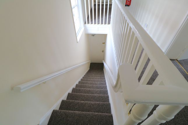 Thumbnail Flat to rent in Market Place, Crowle