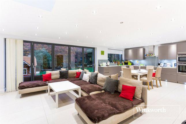 Thumbnail Semi-detached house to rent in Oak Tree Drive, Totteridge, London
