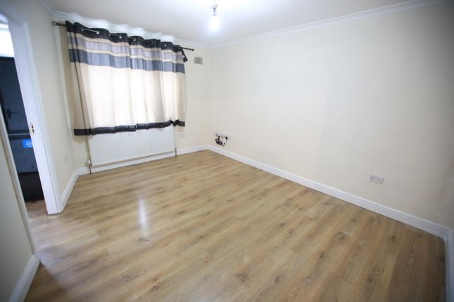 4 bed flat to rent in Joel Street, Northwood