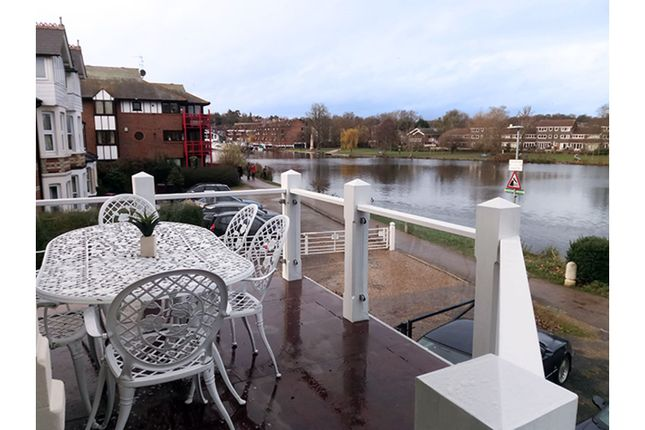 Balcony of Thames Side, Reading RG1