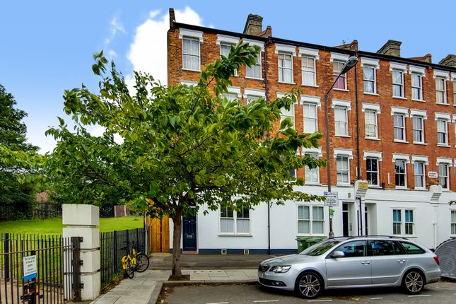 Thumbnail Flat for sale in Azenby Road, London