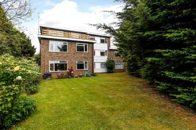 Thumbnail Flat to rent in Sterling Court, Grand Drive, London