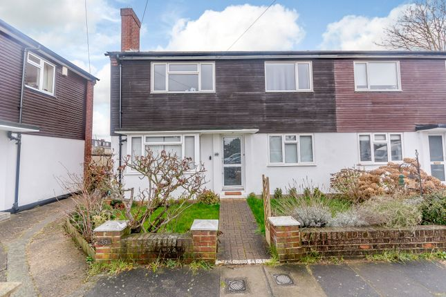 Thumbnail Flat for sale in Beverley Close, London