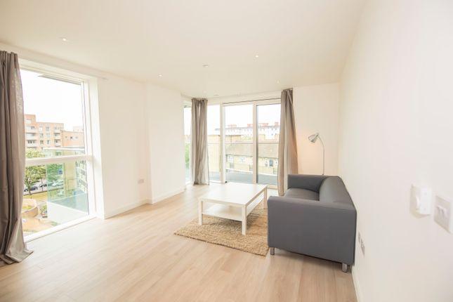 2 bed flat to rent in Devan Grove, London