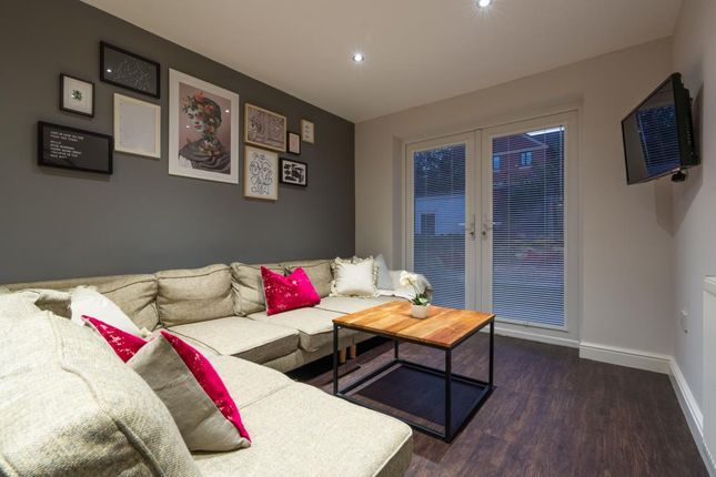 Thumbnail Shared accommodation to rent in Richards Street, Cardiff