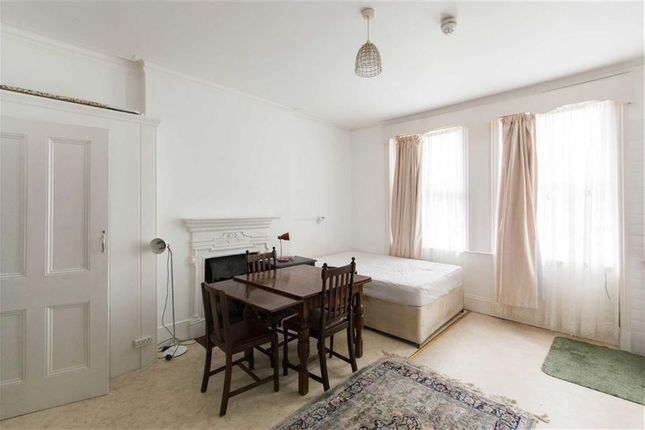 Studio to rent in Blakesley Avenue, London