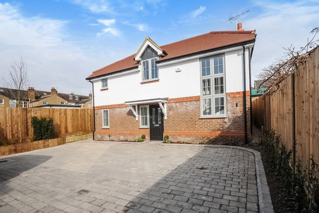 3 bed detached house for sale in Hilliard Road, Northwood