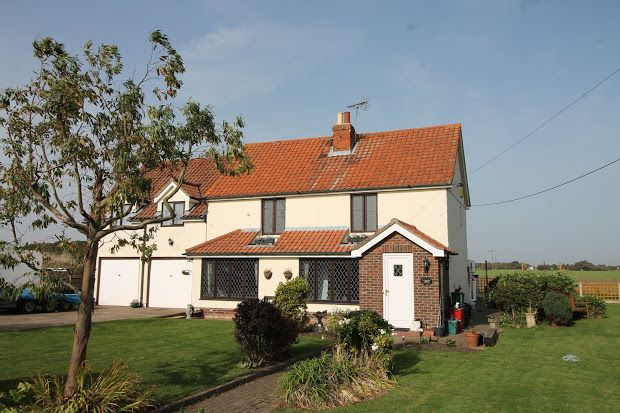 Thumbnail Cottage for sale in Lucas Lane, Clacton-On-Sea