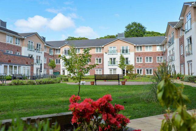 Communal Gardens of Heyeswood Ct, St Helens WA11