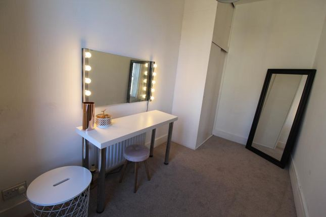 Dressing Room of Eden Place, First Floor AB25