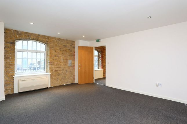Thumbnail Office to let in Western Gateway, Victoria Docks, London