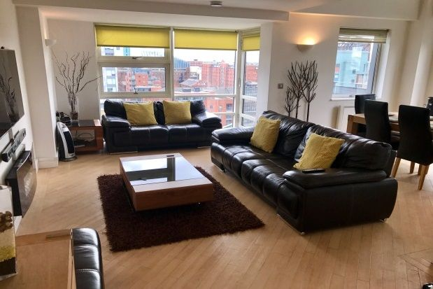 Flat to rent in W3, Whitworth Street