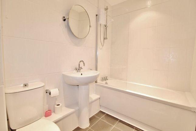 Bathroom of Mallyan Close, Hull, East Yorkshire HU8