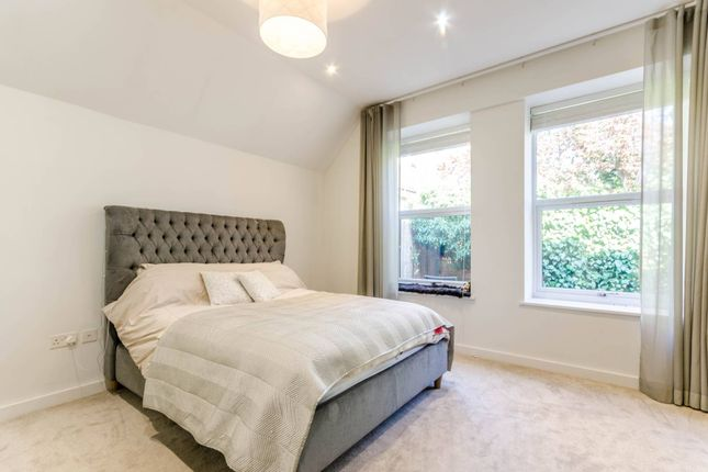Flat to rent in Bury Fields, Guildford