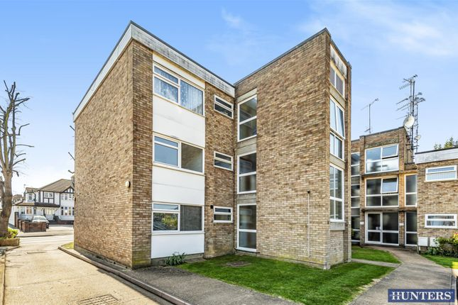 Thumbnail Flat for sale in Upminster Road, Hornchurch