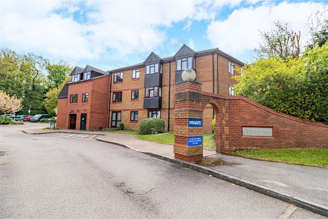 2 bed flat for sale in Crescent Dale, Shoppenhangers Road, Maidenhead SL6