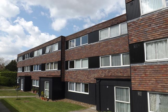 Thumbnail Flat for sale in Eleanor Close, Lewes