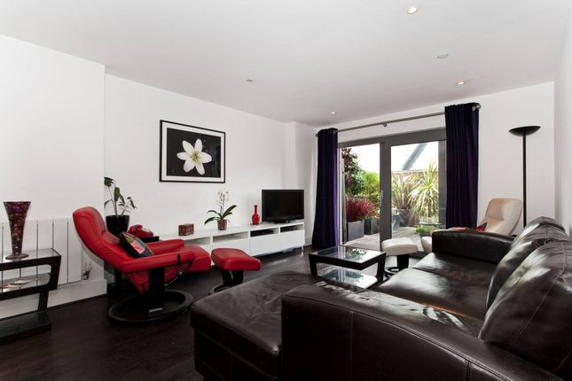 Thumbnail Flat to rent in Royal Carriage Mews, Woolwich, London