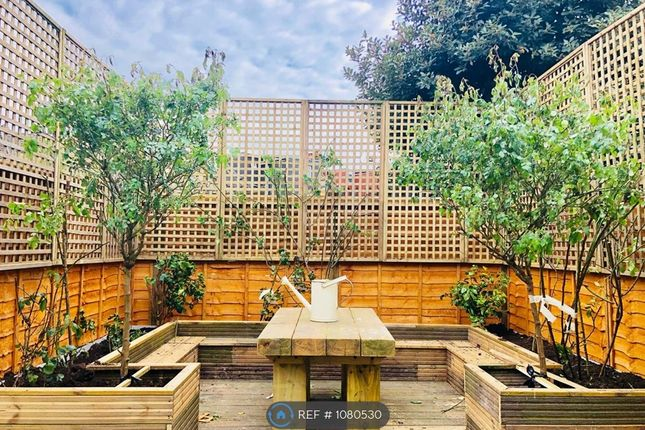 Room to rent in Bull Road, London E15