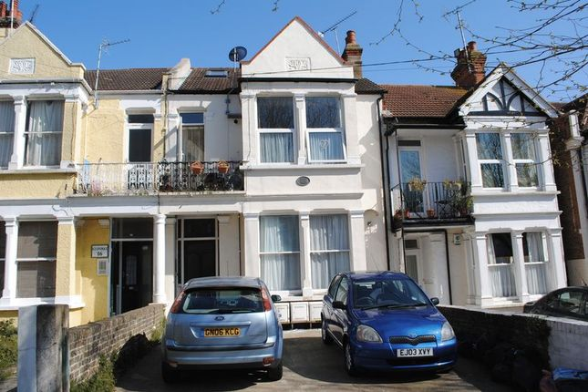 Thumbnail Flat to rent in Seaforth Road, Westcliff-On-Sea