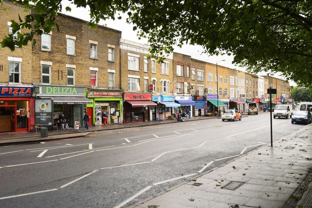 4 bed flat to rent in Burdett Road, Mile End