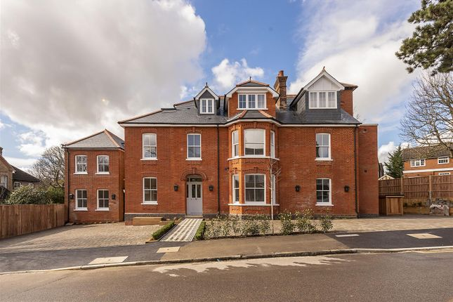 Thumbnail Semi-detached house for sale in Clarence Road, Harpenden