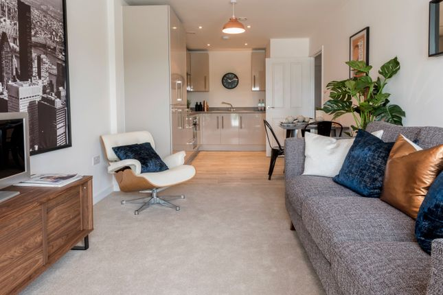 2 bed flat for sale in Austen House, Station View, Guildford