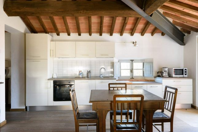12 bed town house for sale in Ss73, Monte San Savino Ar, Italy