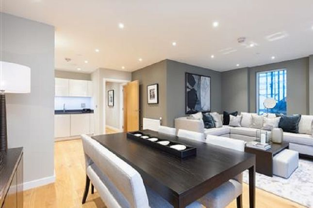 Thumbnail Flat for sale in Limeharbour, London