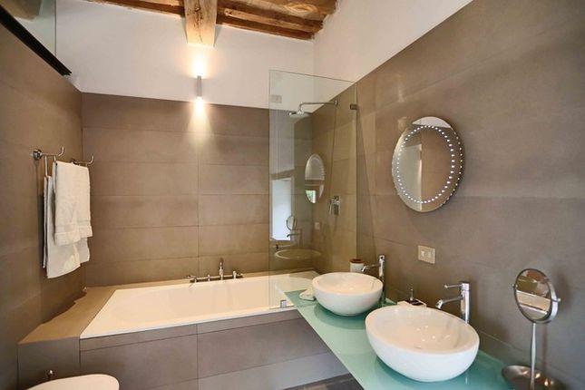 Poderetto Ground Floor Bathroom