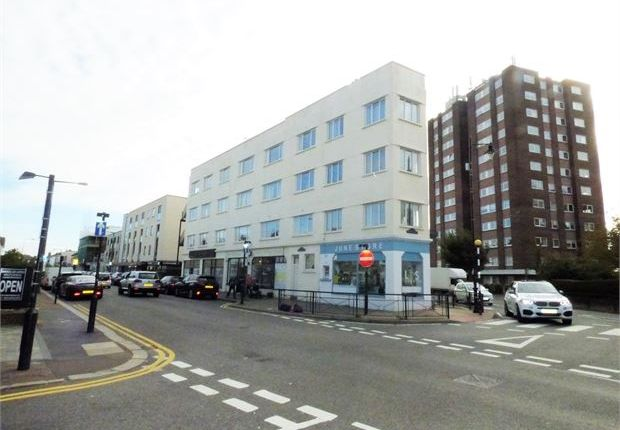 Thumbnail Flat for sale in Rectory Grove, Leigh-On-Sea, Leigh-On-Sea, Essex.